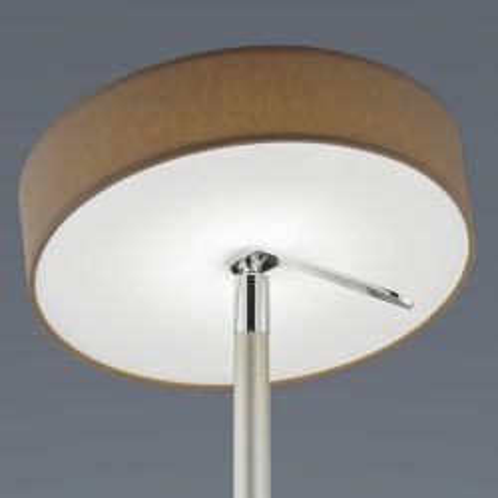 Helestra Bora LED-Stehleuchte-Mokka