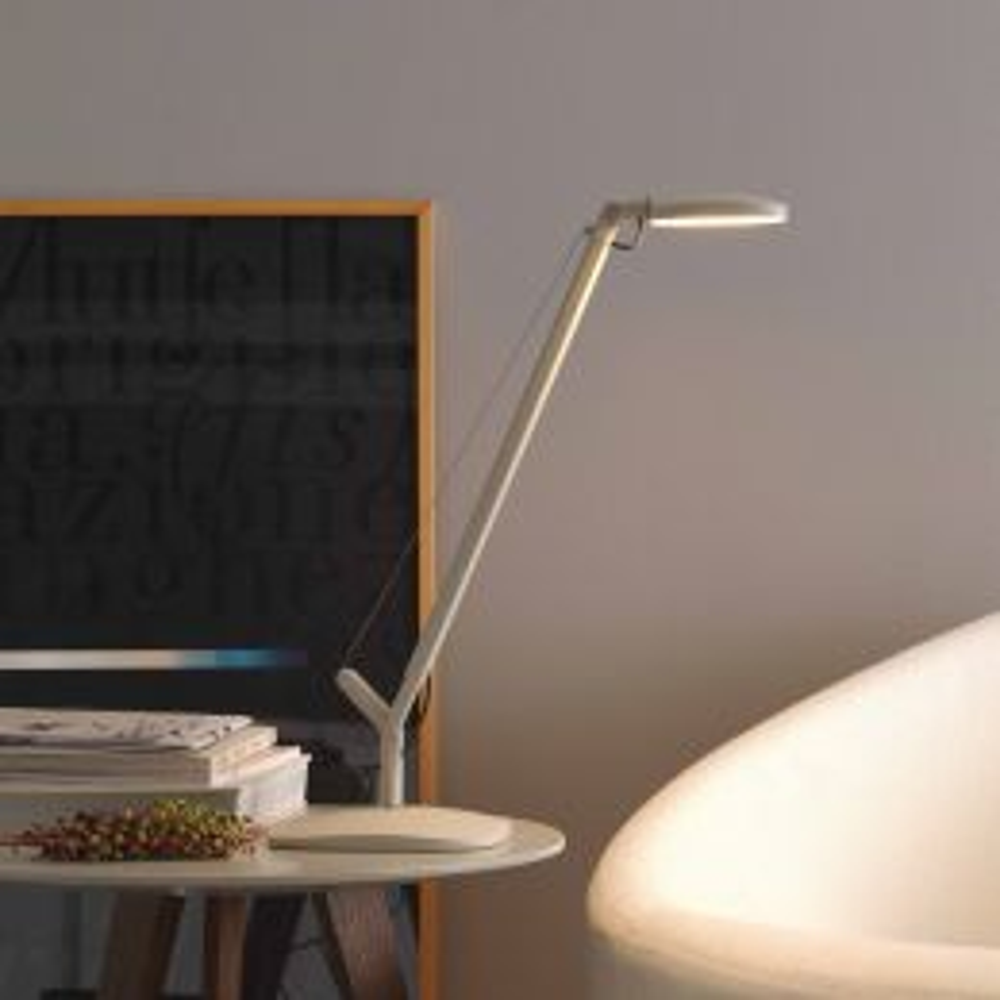 Demi Volée LED-Tischleuchte