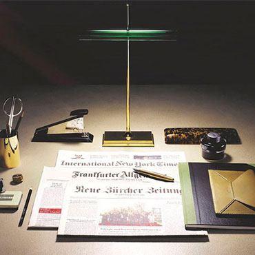 Klassiker neu aufgelegt - die Goldman Schreibtischleuchte von Flos